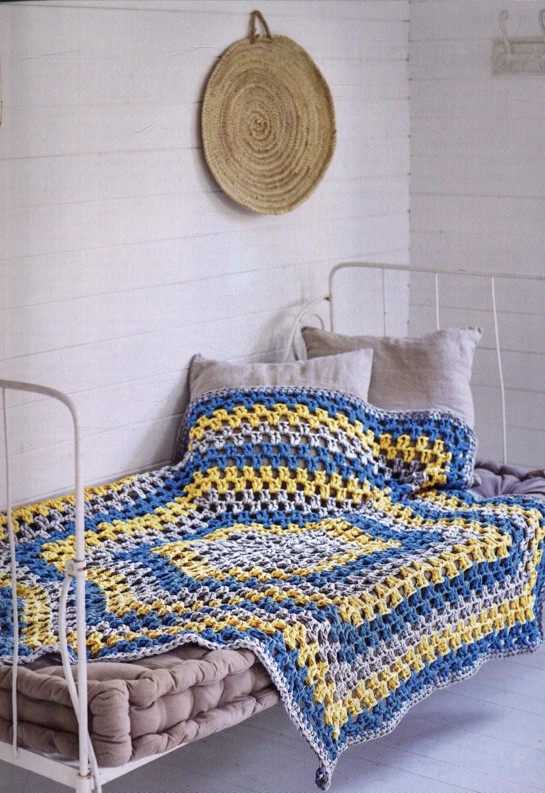Modern crocheted blankets, throws & cushions : 35 colourful
